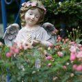 女の子天使子供エンジェル置物、ピンク花の冠を被って両手で白い鳩を持っている女の子の天使、ガーデンエンジェルオブジェオーナメントhhdangel005