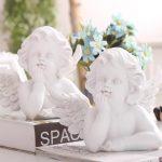子供天使エンジェル置物、あごに手を当てて見つめている天使と聖書を持っている子供の天使、ガーデンエンジェルオブジェオーナメントhhdangel006