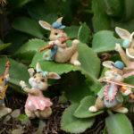 ウサギ置物、ウサギ人形、ベージュ色の楽器で演奏するウサギたち、兎のフィギア、ウサギオブジェecqdrabbit015