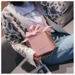 リボンバッグ、ショルダーバッグ、チェーンバッグ、四角いボックス型に大きなリボンの巾着風のハンドバッグ、レディースバッグhsforibbon002