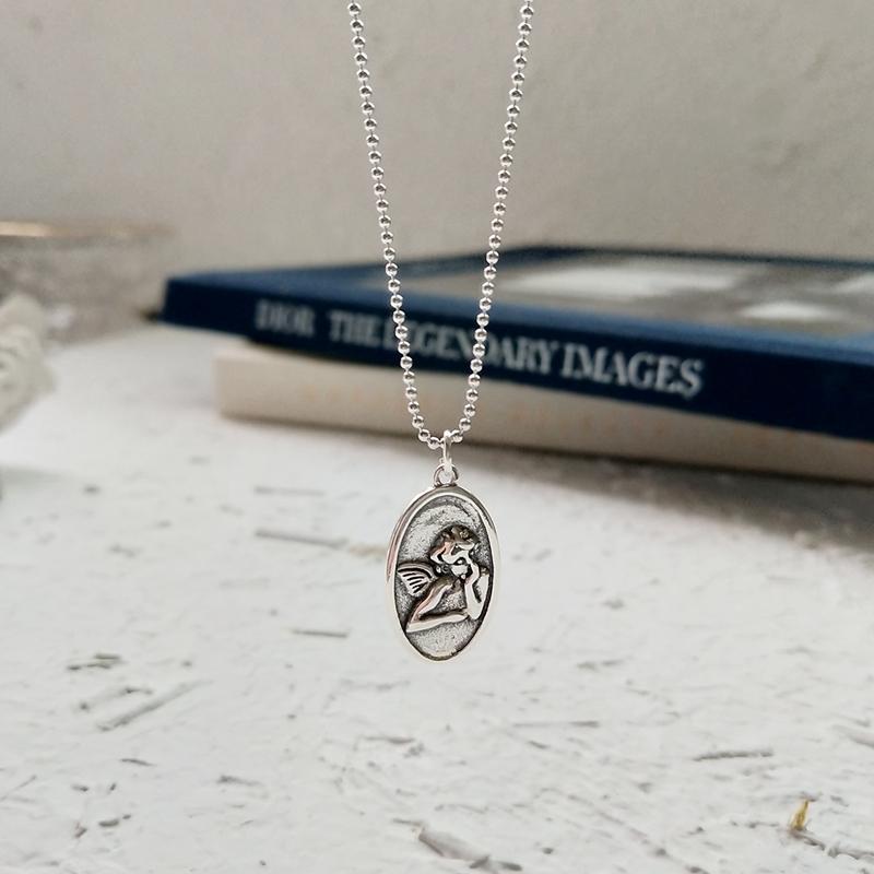 シルバー925天使ペンダントトップ&チェーン付きネックレスアクセサリー、顔に肘を付けて空を眺める天使、守護天使ペンダントネックレス、エンジェルペンダントジュエリー