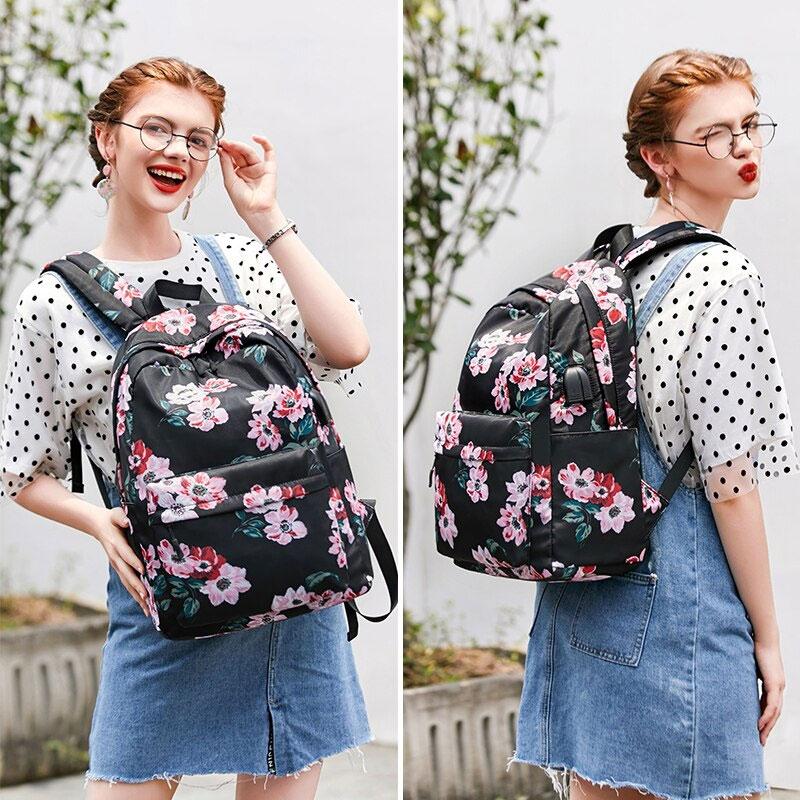 花柄リュック、花柄リュックサック、赤い花柄とピンク花柄のフラワーバッグ、花柄バッグ、ハンドバック、化粧ポーチ、レディースバッグ