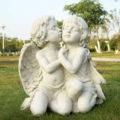 ガーデニング天使、天使置物、天使雑貨グッズ、二人で手を握って男の子天使が女の子天使の頬にキスをしているガーデン天使人形、エンジェルオブジェ、オーナメントフィギア