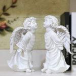 """<span class=""""title"""">ツイン天使置物、エンジェル人形、天使雑貨グッズ、二人で向き合ってキスのポーズをしている可愛い天使人形、エンジェルオブジェオーナメントフィギアjsangel011</span>"""