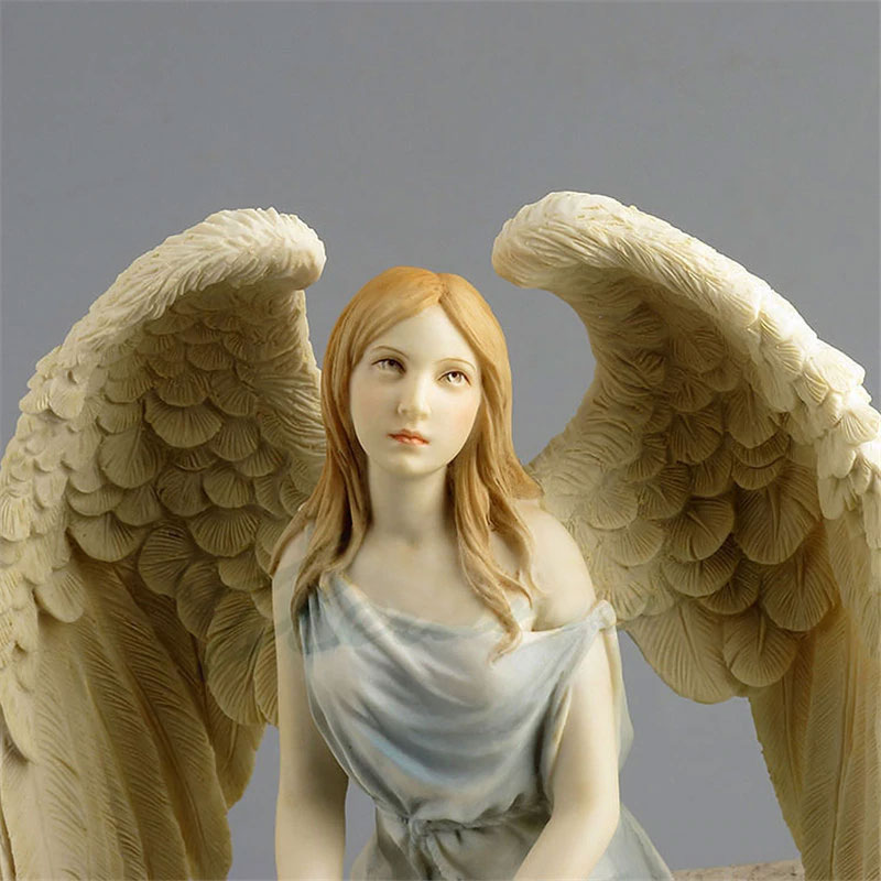 天使置物、エンジェル人形、天使雑貨グッズ、女神天使、大きな翼を少し広げ手にピンクの薔薇を持って上を向いて空を見ている青いドレスを着た、エンジェルオブジェオーナメントフィギア