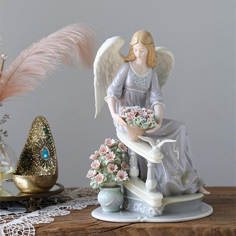 天使置物、エンジェル人形、天使雑貨グッズ、女神天使、螺旋階段の手すりに座って花を飾ろうとしている紫色ドレスを着た天使人形、エンジェルオブジェオーナメントフィギア