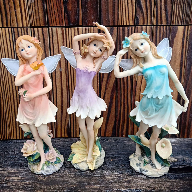 妖精置物、妖精人形、妖精雑貨グッズ、花畑の上で頭に花冠を付けて可愛いポーズをしているフェアリー人形、フェアリーオブジェオーナメントフィギア