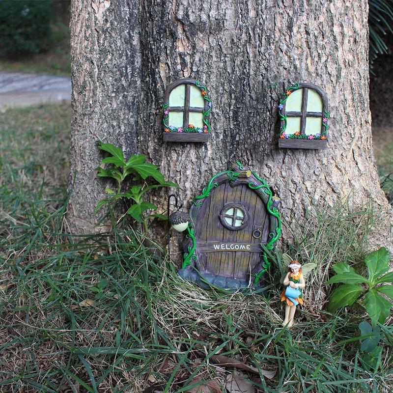 妖精ドア、おとぎ話ドア、小人ドア、妖精置物、フェアリーグッズ、妖精ガーデニンググッズ、「WELCOME」文字入り妖精ドアと花が咲いた窓とドングリのランタンのガーデニング雑貨hiydoor002