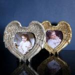"""<span class=""""title"""">天使の翼フォトフレーム、天使の羽フォトスタンド、天使の写真立て、銀色シルバーと金色ゴールドフォトフレームの天使雑貨、エンジェルウィング、ハート型フォトフレーム、インテリア雑貨beacraangel001</span>"""