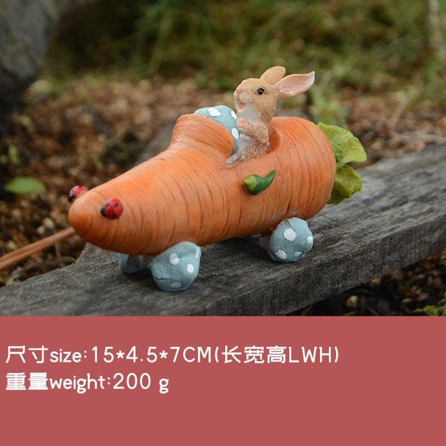 ウサギ置物、ウサギ人形、ニンジン型車を運転しているうさぎ、兎のフィギア、ウサギオブジェecqdrabbit032