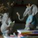 象の置物人形、青い鳥と一緒に本を読む象とリスと一緒に本を読む象のフィギア、エレファントフィギアオブジェecqdelephant005
